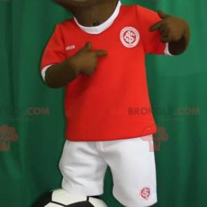 Mladý africký chlapec maskot v oblečení fotbalisty -