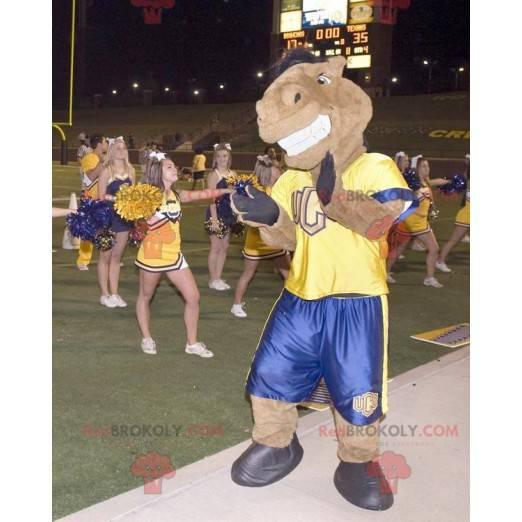 Hnědý kůň maskot v žluté a modré oblečení - Redbrokoly.com