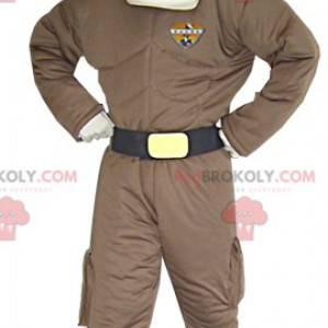 Mann Maskottchen im futuristischen Outfit Superhelden