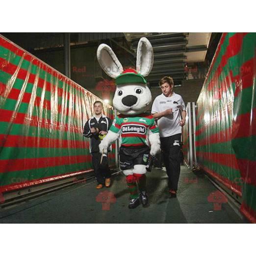 Großes weißes Kaninchenmaskottchen in Sportbekleidung -