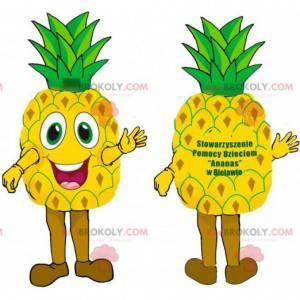 Sehr lächelndes riesiges gelbes und grünes Ananasmaskottchen. -