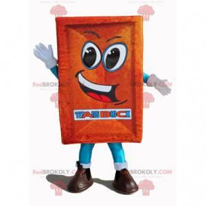 Gigantyczna i uśmiechnięta maskotka z czerwonej cegły -