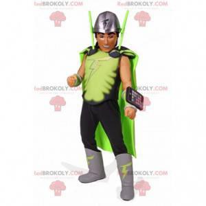 Maskot superhrdiny s kostýmem a mobilním telefonem -