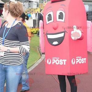Riesiges und lächelndes rotes Briefkastenmaskottchen -