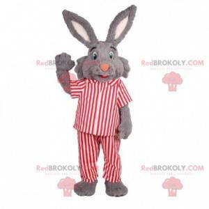Graues Kaninchenmaskottchen im gestreiften Pyjama -