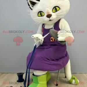 Weißes Katzenmaskottchen mit einem lila Kleid - Redbrokoly.com