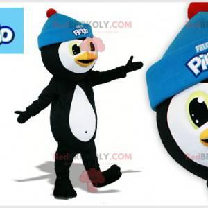 Czarno-biały pingwin maskotka z niebieską czapką -
