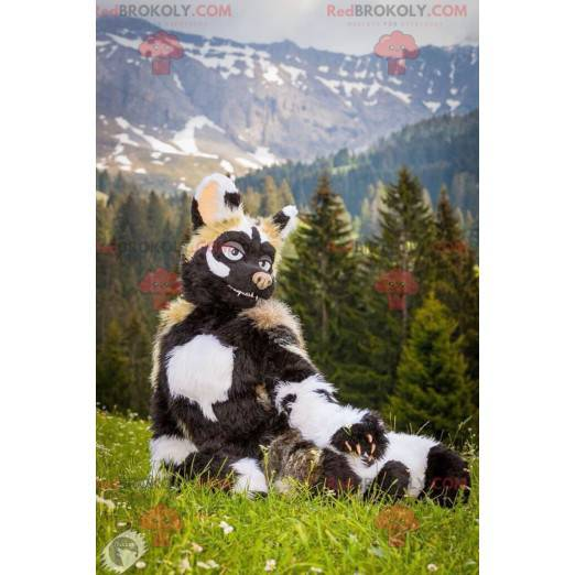 Černé a bílé zvířecí maskot krávy divočáka - Redbrokoly.com