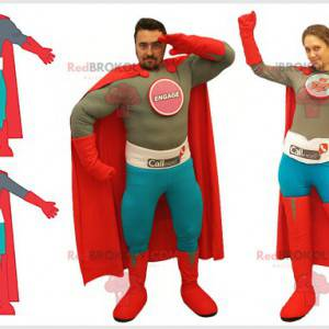 2 Superheldenkostüme für einen Mann und eine Frau -