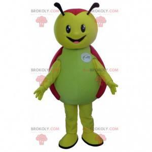 Zelená a červená Beruška maskot roztomilý a usměvavý -