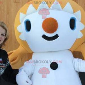 Mascot blonde girl with quilts - Redbrokoly.com