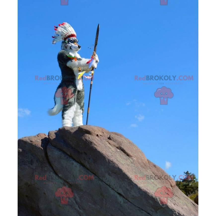Šedý a bílý vlk pes maskot s indickou čelenku - Redbrokoly.com