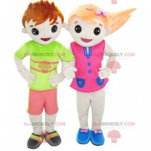 2 Maskottchen: ein Junge und ein Mädchen in bunten Outfits -