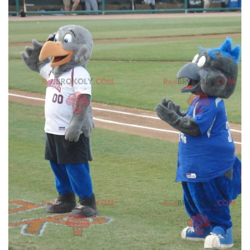 2 graue Vogeladler-Maskottchen in Sportbekleidung -