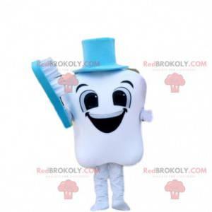 Lächelndes Zahnmaskottchen mit einer blauen Zahnbürste -