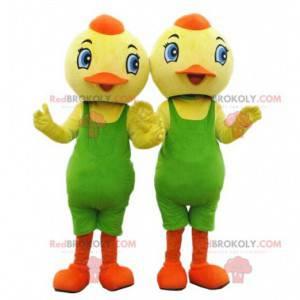 2 maskoti kuřat, žlutí ptáci se zeleným trikotem -