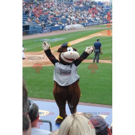Smiling brown and white cow mascot - Redbrokoly.com