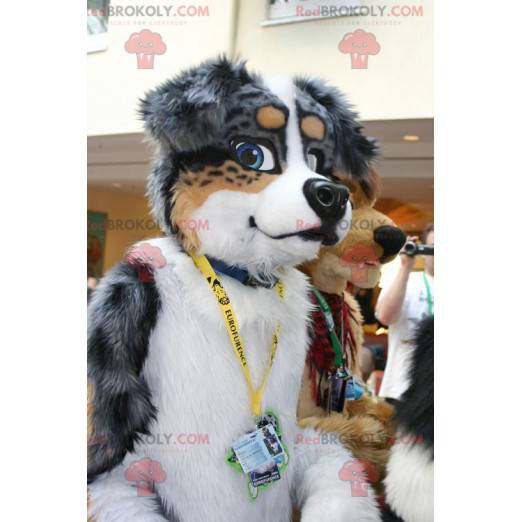 Šedá hnědá a bílá psí maskot - Redbrokoly.com