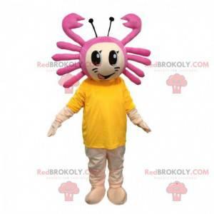 Ragazza mascotte con un granchio in testa, costume da mare -