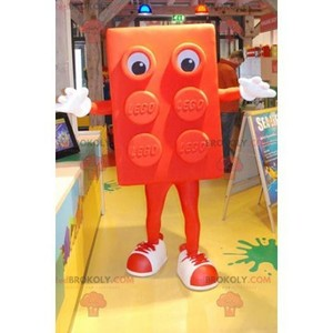 Mascot of the day: Giant Orange Lego Mascot. Discover @redbrokoly #mascots - Link : https://bit.ly/2Znokkz - REDBROKO_0620 #mascots #mascot #event #costume #redbrokoly #marketing #customized #costume #orange #giant #lego #custom https://www.redbrokoly.com/en/mascots-famous-people/620-giant-orange-lego-mascot.html